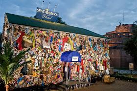 rome trash hotel 1 Wow, Hotel Ini Terbuat dari Sampah