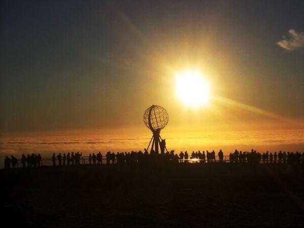 Matahari Tengah Malam Fenomena - UnikBaca.Blogspot.com